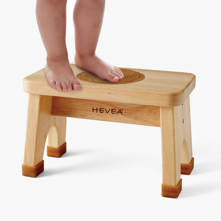 Slika Hevea® Lesena pručka z dodatki iz kavčuka
