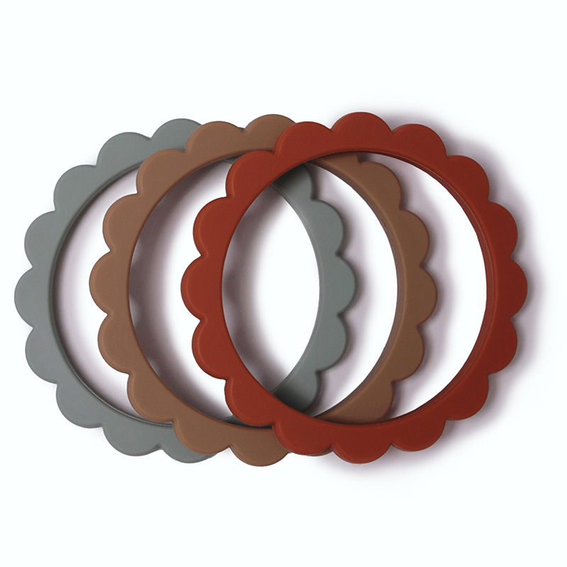 Picture of Mushie® Flower Teething Bracelet Cambridge Blue/Clementine/Natural 3-pack